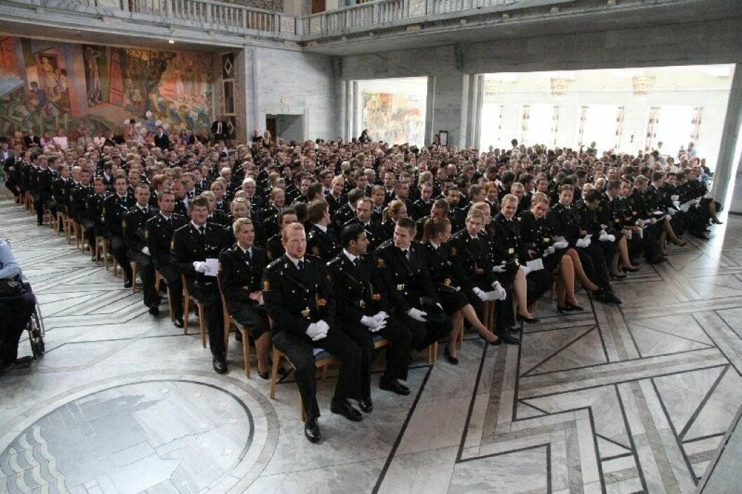 MODERAT JUBEL: Enighet om statsbudsjettet sørger for at mange politistudenter trolig får jobb også neste år.