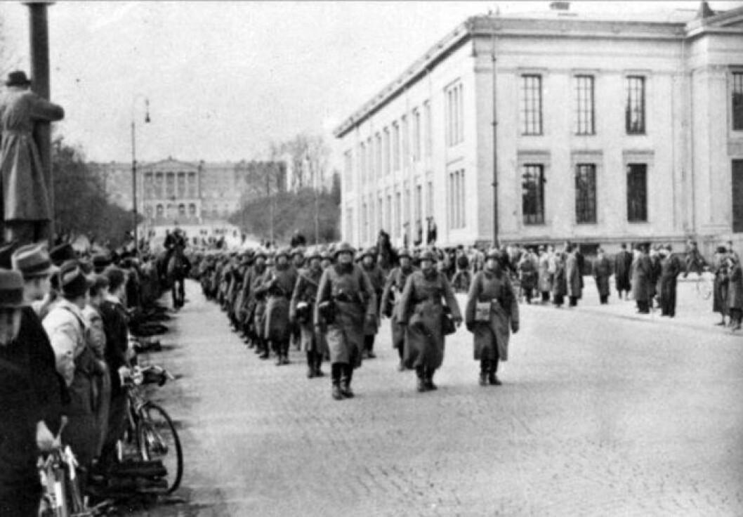 Tyske tropper på Karl Johan under Andre verdenskrig.