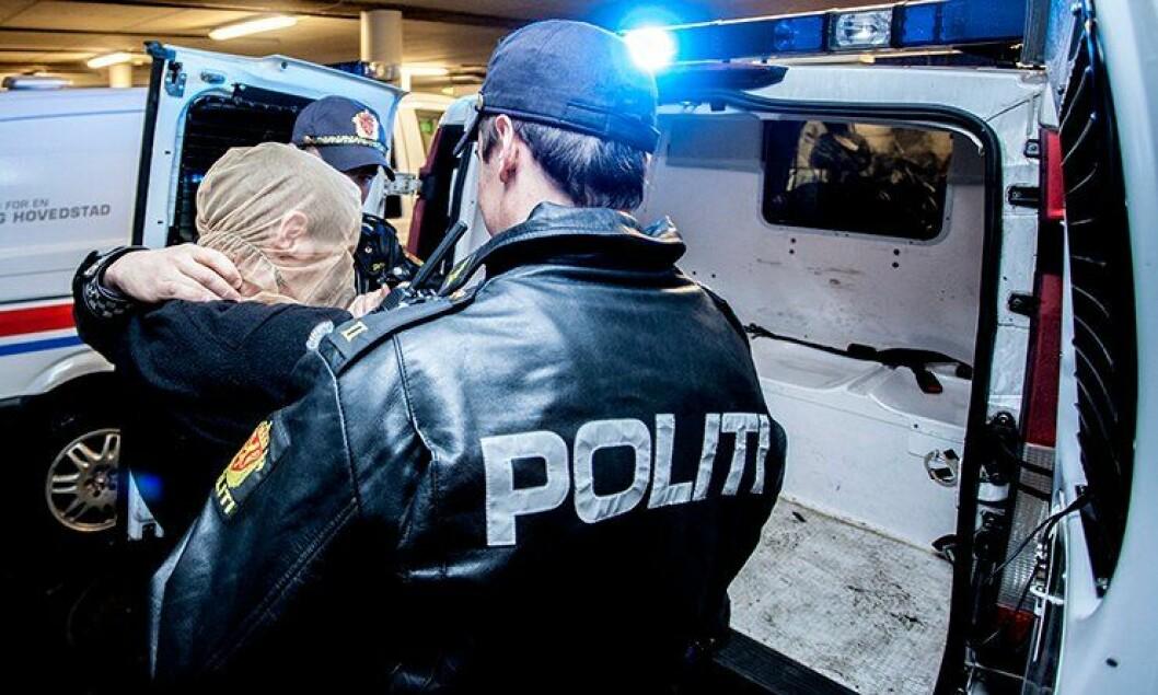 Politiets nye spytthette skal forhindre polititjenestemenn fra å bli spyttet på.
