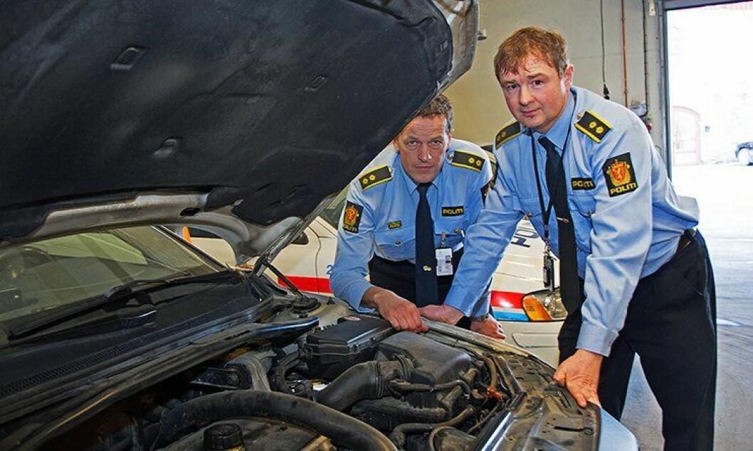 Materialansvarlig Jon Peter Lange ved Bærum politistasjon og driftsjef Oddvar Solheim i Asker og Bærum politidistrikt.