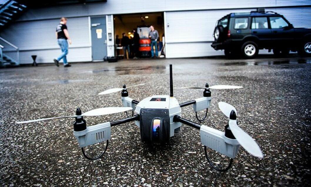 Dronen «Huginn X1» kan fly i 25 minutter og overføre live video fra inntil to kilometer unna.