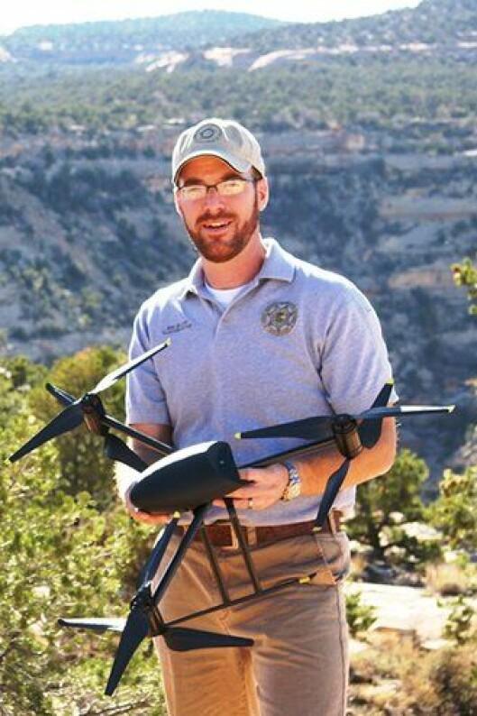 Ben Miller fra Mesa County, med en Draganflyer X6.