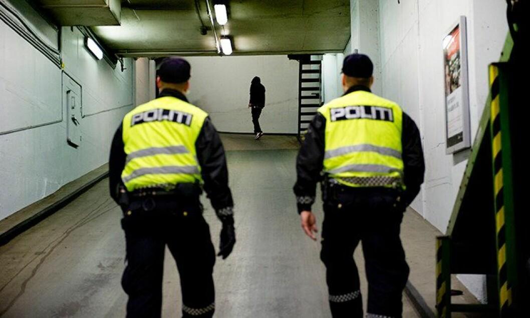 Når politiet ransaker lommer, vet de ikke hva de kan finne. I verste fall kan de stikke seg på sprøytespisser.
