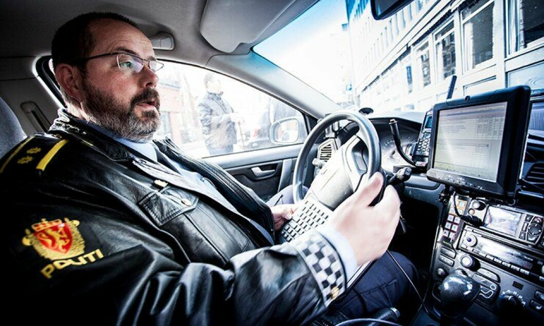 Politioverbetjent Arne Mjøen har tilgang til alle politiets systemer fra en berøringsskjerm på dashbordet.