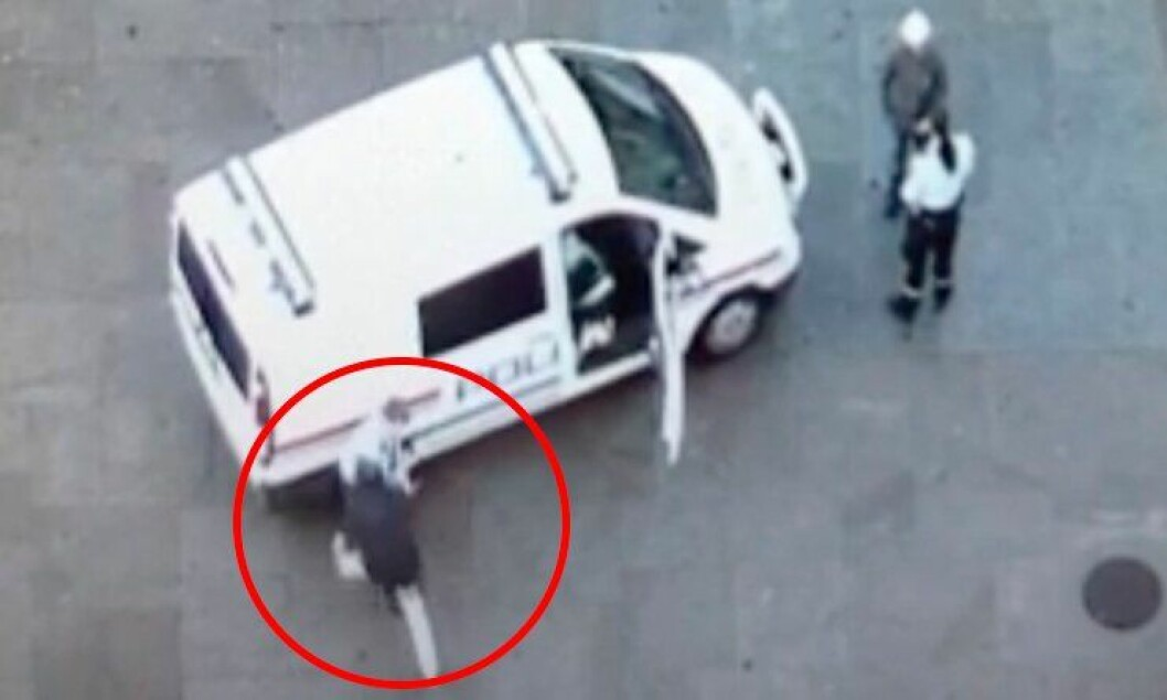 Her angripes politibetjent Eirik Sannes med kniv på Oslo S.