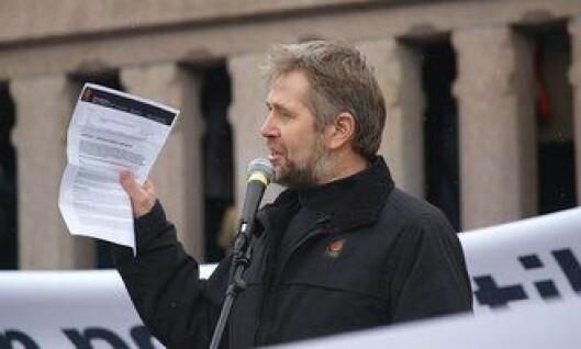 Arne Johannessen foran Stortinget under politikonflikten i 2009.
