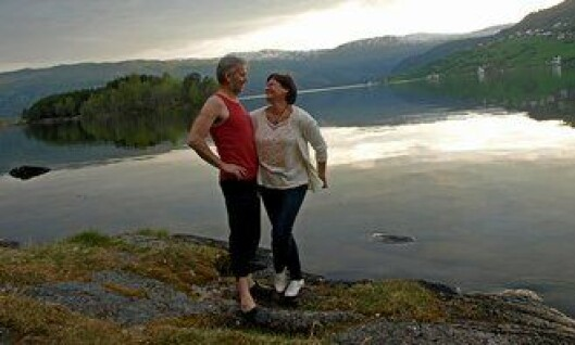 Arne Johannessen og kona Jane ved Hafslovannet.