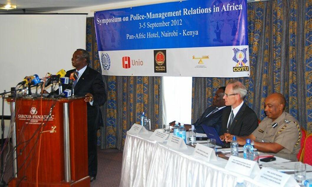En kenyansk domstol har nå åpnet for at politiet får organisasjonsfrihet. Generalsekretær George Muchai i den kenyanske hovedsammsnslutningen COTU, har fulgt arbeidet tett. Politimester Arne Jørgen Olafsen (bildet) var med på å gi råd i saken.