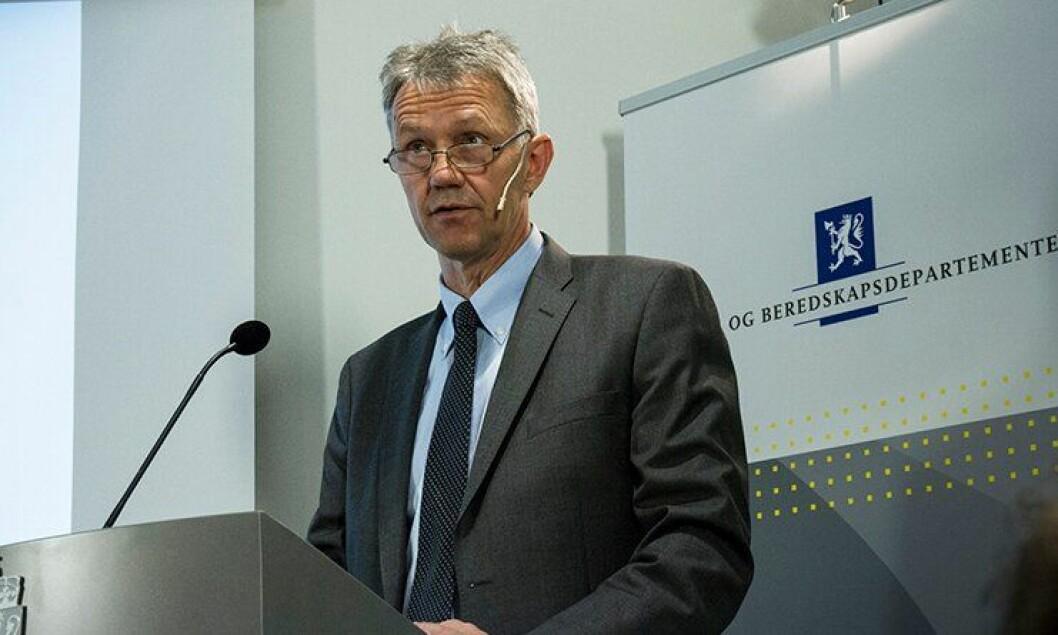 Arne Røksund under framleggelsen av politianalysen.