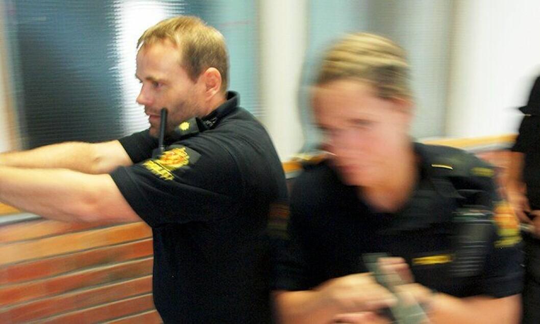 Har politifolk plikt til å ofre livet i tjenesten? Her øver ansatte ved Sentrum politistasjon i Oslo på «skyting pågår».