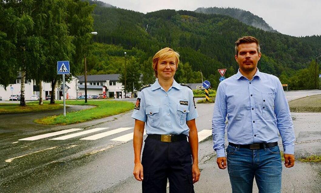 Politibetjent Mari Stene ved Meldal lensmannskontor, sammen med Meldal-ordfører Are Hilstad (Ap).