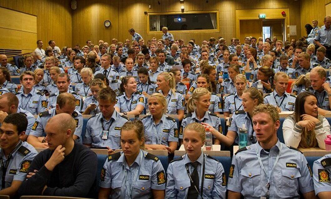 Årets avgangsstudenter fra Politihøgskolen (PHS) får muligheten til å søke på 350 nye stilinger.
