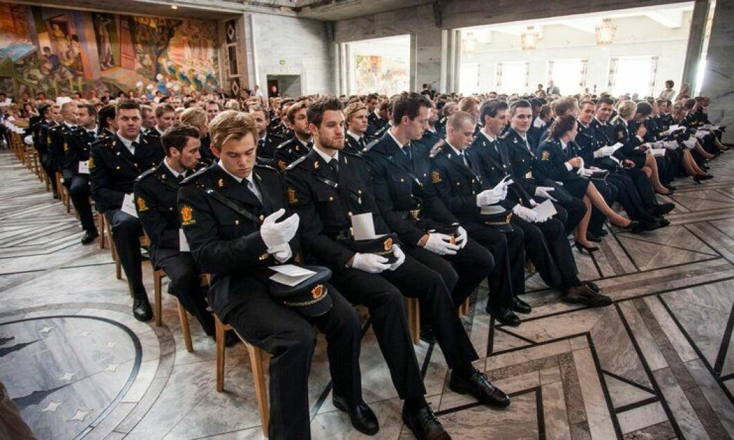 Avgangsstudentene fra Politihøgskolen i Oslo under avslutningsseremonien i Oslo rådhus, juni 2013.