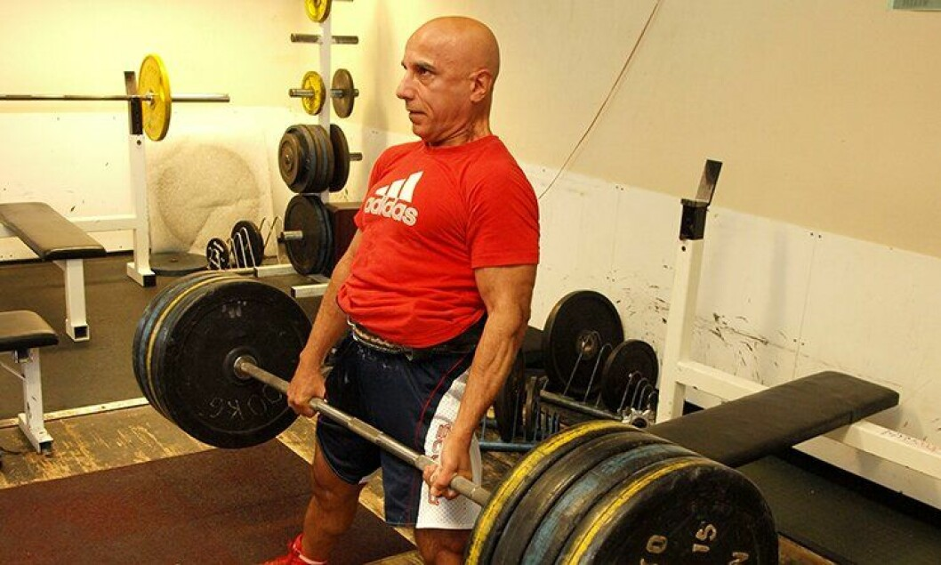 For å få medalje i styrkeløft-VM kreves 600 kilo totalt i de tre øvelsene. I markløft regner Jan Roytvand med å klare 210-215 kilo.