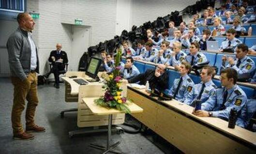 Bård Stensli snakker til studentene under etikkdagene i Bodø 2013.