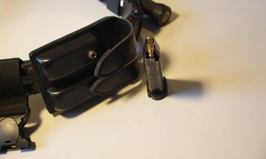 Fra første oktober har politifolk igjen lov til å bære ammunisjon i beltet.