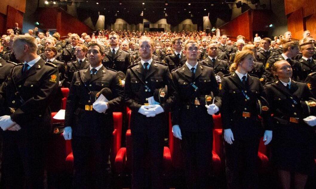 Politistudenter under avslutningen for Politihøgskolen (PHS) i Stavern sommeren 2013.