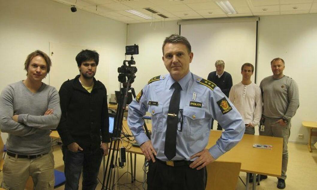 Politistasjonssjef i Ålesund, Oddbjørn Solheim, med flere ansatte som har vært med på pilotprosjektet.