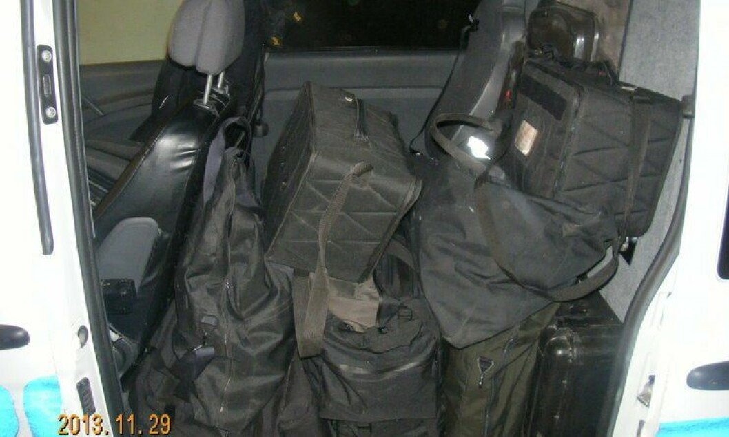 Dette er et eksempel på hvordan utstyret noen ganger lagres i politibiler.