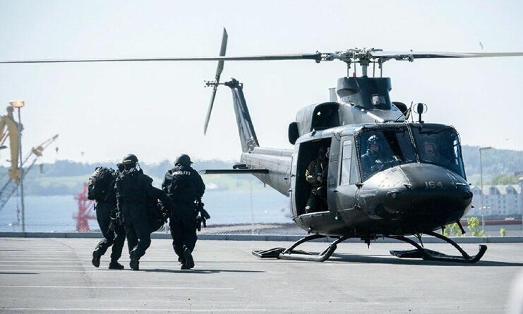 Politihøgskolens forskningsavdeling skal forske på samarbeidet mellom politiet og Forsvaret. Her trener etatene sammen under Øvelse Gemini 2013.