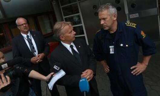 Terje Moland Pedersen, Knut Storberget og Anders Snortheimsmoen møter pressen etter 22. juli.