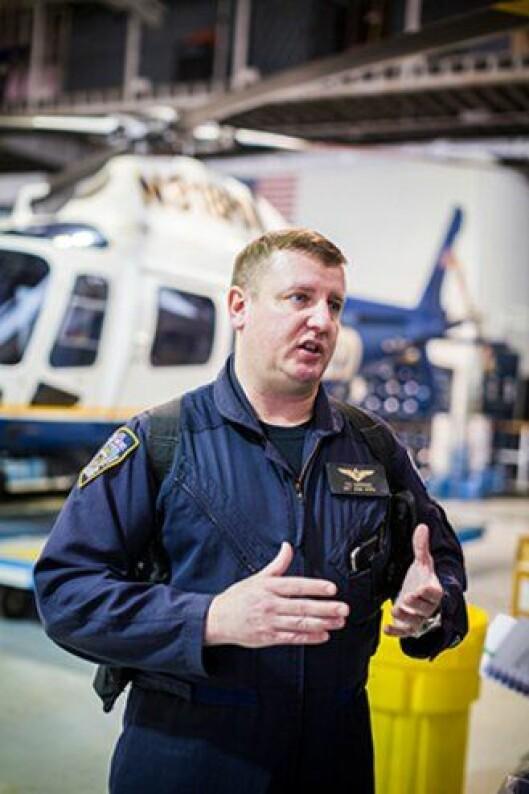 Dennis DeRienzo i New York-politiets luftfartsenhet.