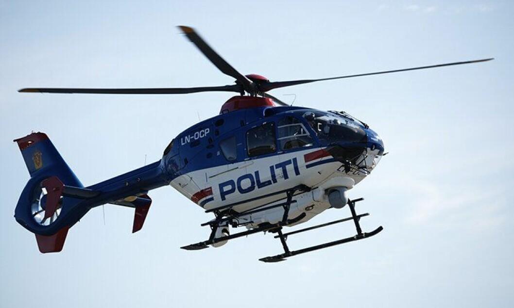 Politihelikopteret i lufta.