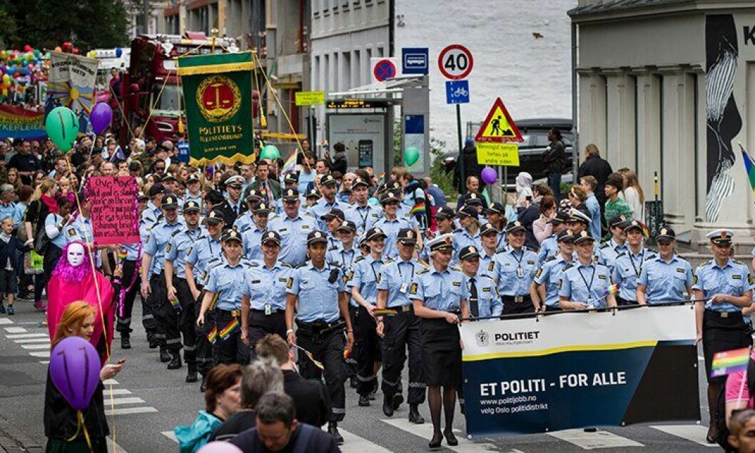Hele 49 uniformerte politifolk og studenter deltok under årets Europride-parade.