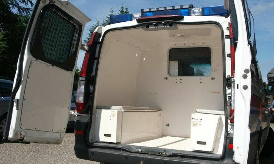 Det blir færre fangetransporter i fire av politidistriktene gjennom neste år. Kriminalomsorgen tar over.