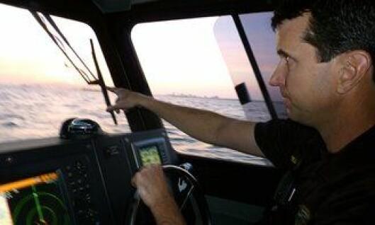 Politibetjent Travis Mullenberg overvåker havneområdet utenfor Los Angeles.