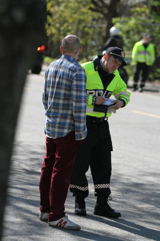 Politistudentene prøver seg ute blant befolkningen for første gang, i den årlige trafikkontrollen utenfor PHS i Oslo.