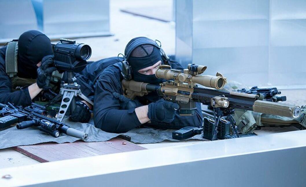 SKARP DEBATT: Hvilken type avfyringsmekanisme skal politiet velge i nytt skarpskyttervåpen? Baklengs inn i framtiden, skeptikerne. Vi velger noe vi vet fungerer, sier POD.