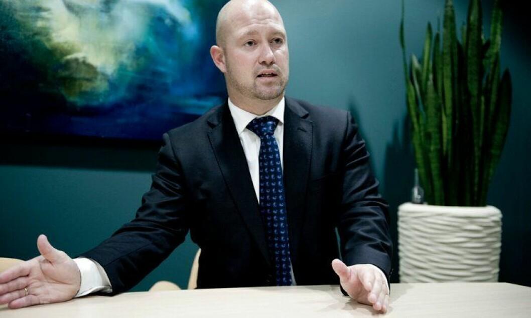 Justis- og beredskapsminister Anders Anundsen sier ja til bevæpning i fire uker.