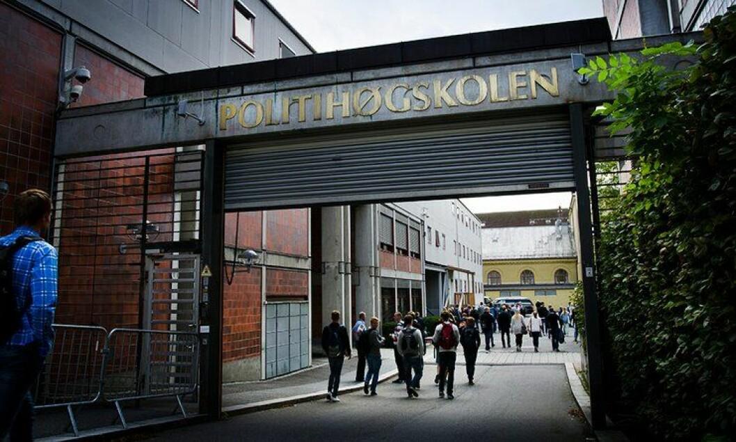 UT: Regjeringen vil flytte Politihøgskolen ut av Oslo og Majorstua. Dermed kan 429 årsverk flyttes ut av hovedstaden. De siste årene har opptaket vært på om lag 720 nye studenter årlig, og i 2017 var antallet 730.