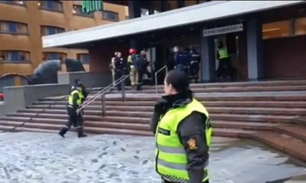 Politihuset i Bergen blir evakuert.