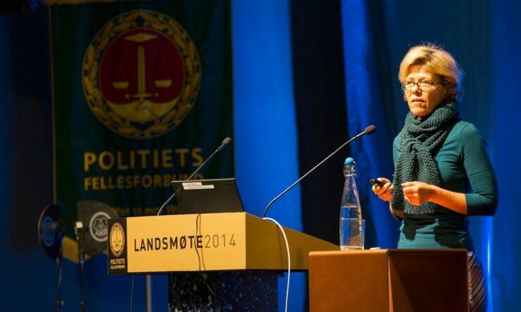 Karin Aslaksen er HR-direktør i Politidirektoratet. Hun har meldt avbud til debatt i morgen.