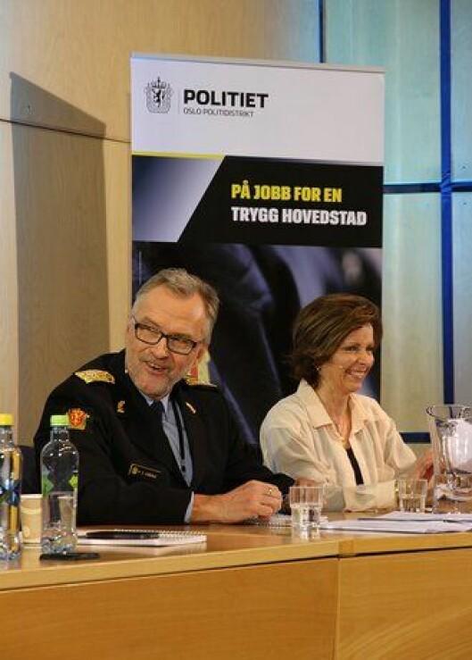 Hans Sverre Sjøvold og Hanne Kristin Rohde under paneldebatten i politihuset i Oslo.