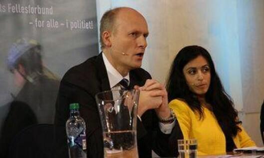 Anders Werp (H) og Hadia Tajik (Ap) under paneldebatten i politihuset i Oslo.