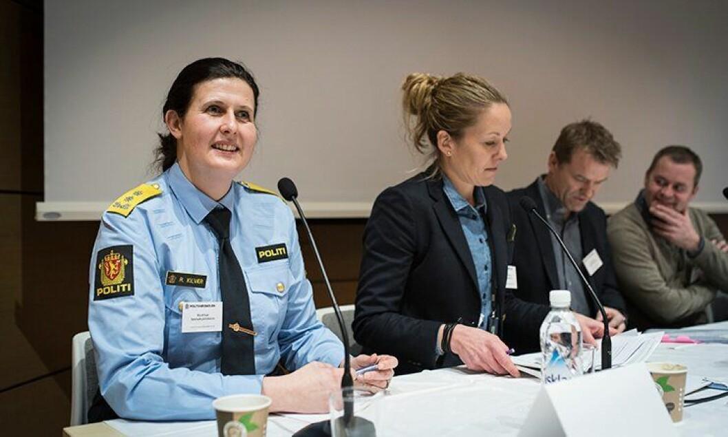 Politimester i Telemark, Rita Kilvær (til venstre), foreslår å dele opp praksisen på politiutdanningen. Mette Skjæret fra PHS og POD bekrefter forskjeller mellom studier og virkelighet.