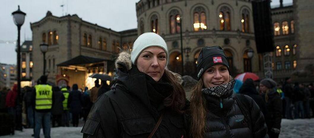 Gunn Hege Høgberg og Henriette Kampesveen var blant politifolkene som møtte opp foran Stortinget.