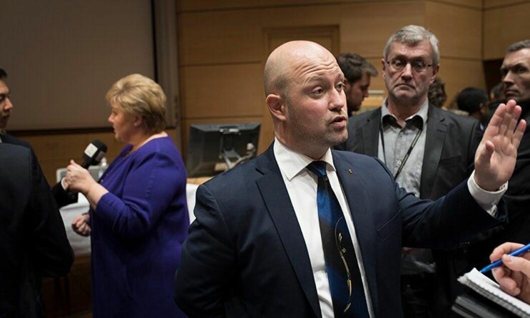 Anders Anundsen kunne signere avtalen som danner grunnlaget for politireformen tirsdag kveld, sammen med blant annet Erna Solberg.