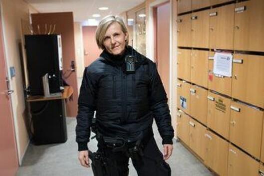 Kjersti Linnerud Olsen i en jakke du aldri har sett før. Den brukes i tjeneste med midlertidig logo og uniformering.