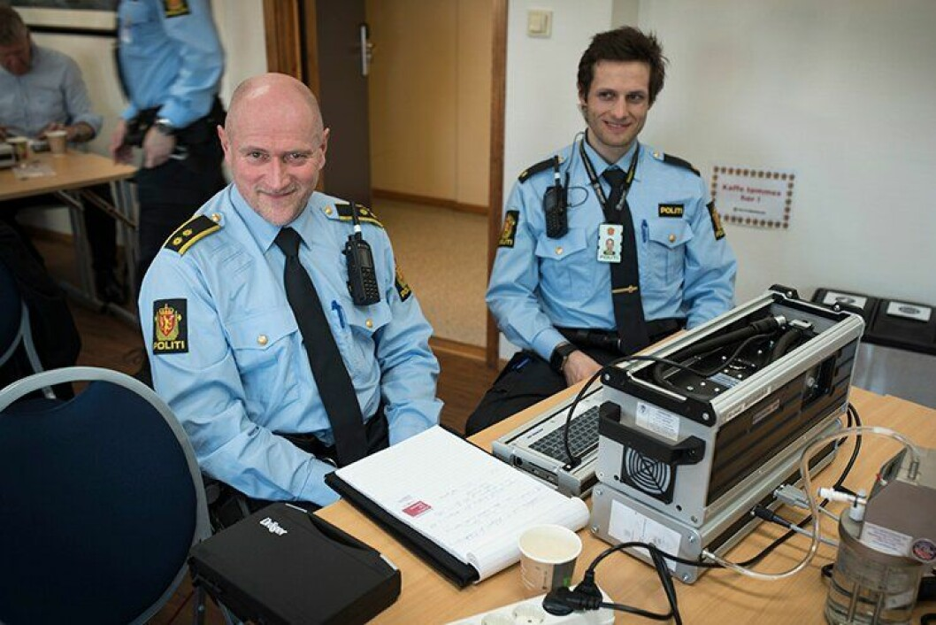 Svein Alfnes og Sander Ensink fra Øvre Eiker lensmannskontor vet hva som står på ønskelista: «Evidenzer Mobile».