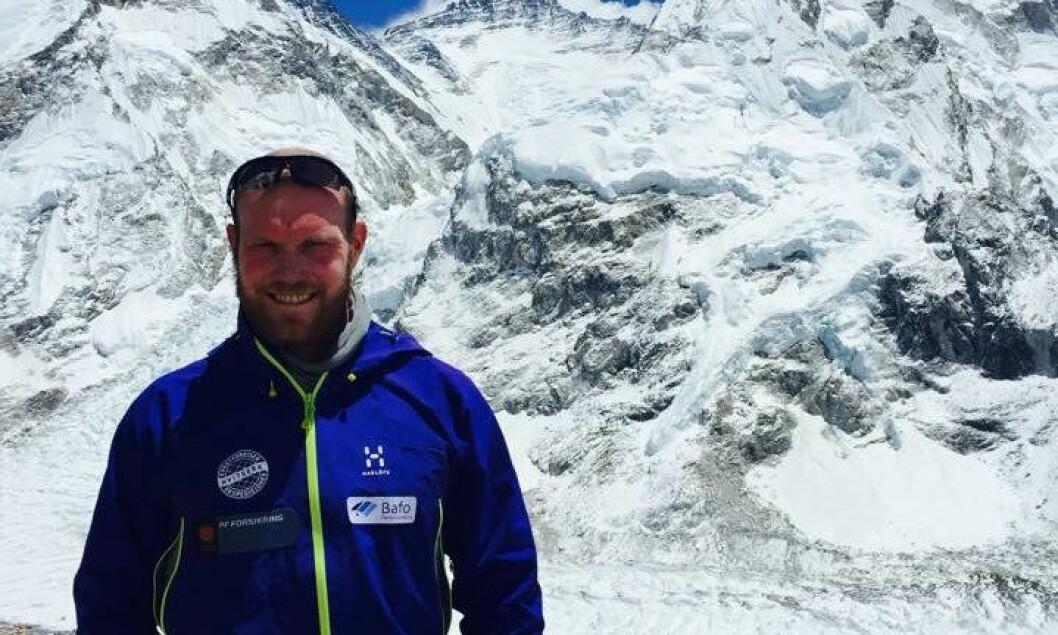 Før helgen og før jordskjelvkatastrofen ble dette bildet tatt Inge Meløy foran Mount Everest.