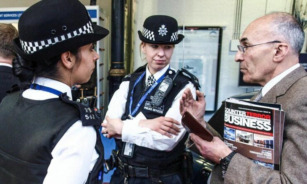 Politiforbundsleder i England og Wales sier at el-våpen er på tide å få på plass i politiutrustningen. Til nå har ikke faren for terrorangrep i Storbritannia ført til generell bevæpning av politiet.