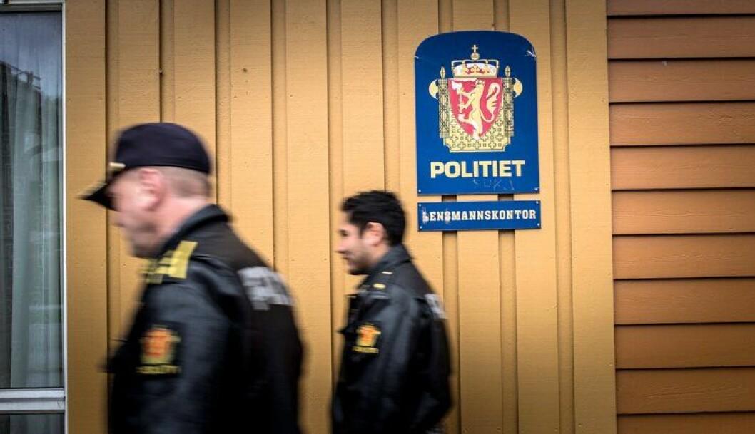 Enmannskontor eller lensmannskontor? Befolkningen som bor rundt lensmannskontoret i Askvoll er neimen ikke sikre.