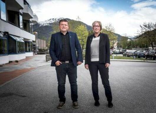 Ordfører i Fjaler kommune, Arve Helle, og ordfører i Askvoll, Frida Melvær, håper nærpolitireformen gir et virkelig nærpoliti.