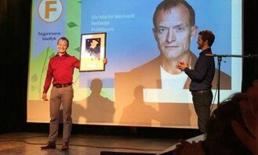 """Ole Martin Mortvedt kåres til Fagpressens """"bladfyk"""". Journalist Erik Inderhaug til høyre."""