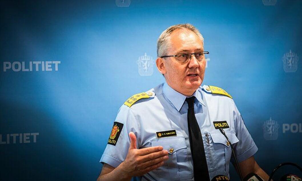 Politidirektør Humlegård under pressekonferansen i dag.