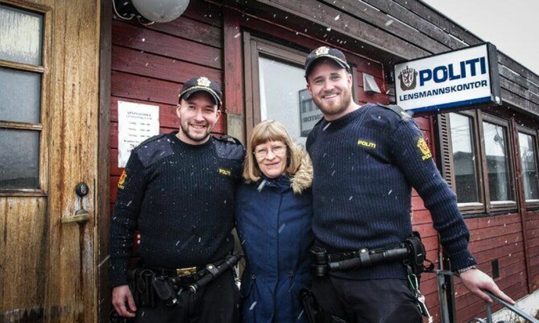 GOD STEMNING: Muggsoppen innendørs tar ikke humøret fra politibetjent Simen Eriksen, konsulent Barbro Engfelt og politibetjent Andreas Rafoss Kverneland.